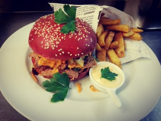 Burger-pulled pork-streetfood-bun-chilli