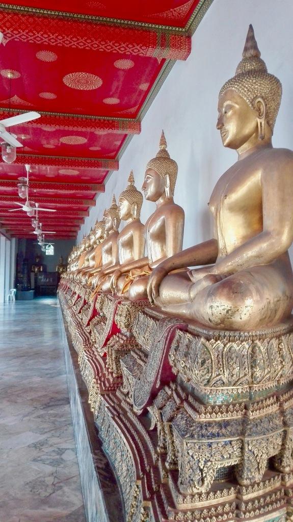 Buddhastatuen_en_masse