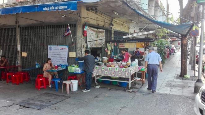 Marktstand_in_einer_Seitenstraße