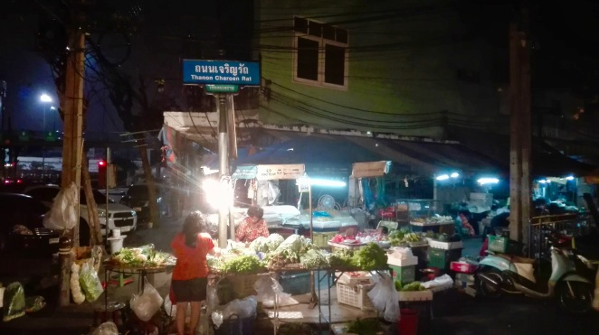 Thanon_Charoen_Rat_Market_Secret